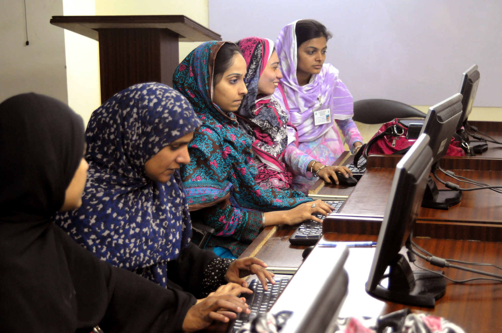 International science for the HFA2 framework. Photo cred - World Bank Photo Collection, Young women learn computer skills in Hyderabad